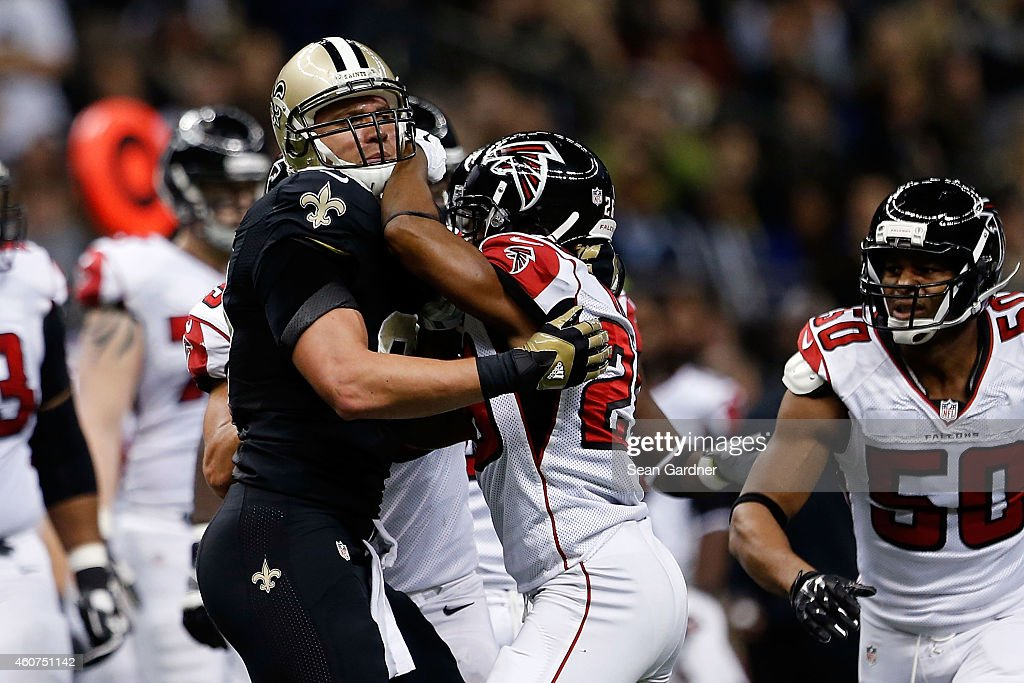 Jimmy Graham #80 of the New Orleans Saints is involved in a scuffle with Josh Wilson #26 of the Atlanta Falcons during the first quarter of a game at the Mercedes-Benz Superdome on December 21, 2014 in New Orleans, Louisiana.