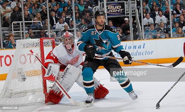 Jimmy Howard of the Detroit Red Wings looks for the puck behind Manny Malhotra of the San Jose Sharks in Game Five of the Western Conference...
