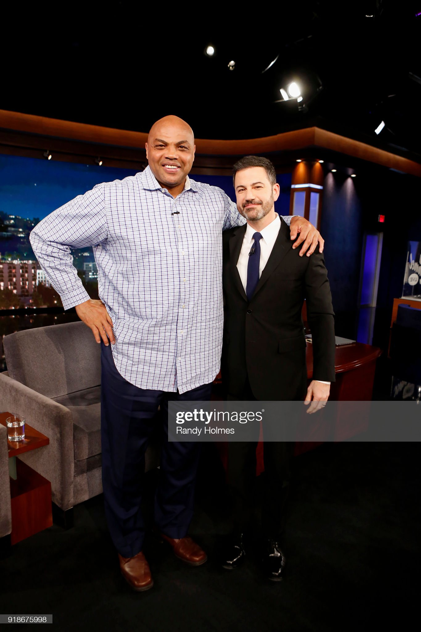 ¿Cuánto mide Jimmy Kimmel? - Altura - Real height Jimmy-kimmel-live-airs-every-weeknight-at-1135-pm-est-and-features-a-picture-id918675998?s=2048x2048