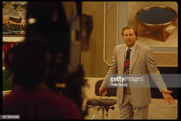 jimmy swaggart preaching - pentecostalism stock pictures, royalty-free photos & images