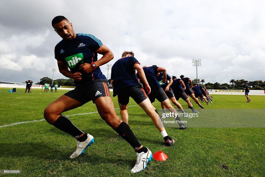 Jimmy Tupou takes part in a beep test with the team during an Auckland Blues Super Rugby pre season training session ahead of the 2018 Investec Super Rugby Championship at Alexandra Park on December 1, 2017 in Auckland, New Zealand.