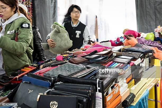 jimo lu qingdao fake market - fake imagens e fotografias de stock