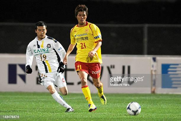 Jin Hanato of Giravanz Kitakyushu and Ryo Goto of Thespa Kusatsu compete for the ball during the JLeague Second Division match between Thespa Kusatsu...