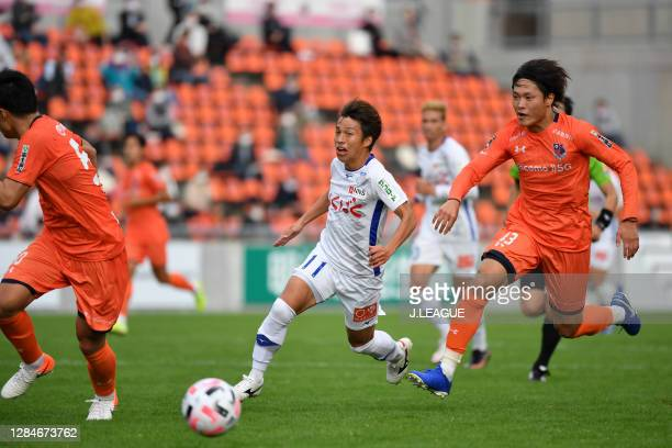 Jin IZUMISAWA of Ventforet Kofu in action during the J.League Meiji Yasuda J2 match between Omiya Ardija and Ventforet Kofu at NACK5 Stadium Omiya on...