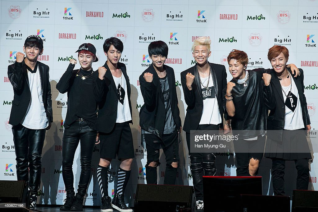 """BTS 1st Album """"Dark And Wild"""" Show Case"""" In Seoul : Nachrichtenfoto"""