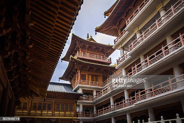 jing'an temple in shanghai city center - nanjing road stock pictures, royalty-free photos & images
