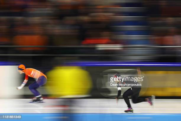 Jingzhu Jin of China and Letitia de Jong of the Netherlands compete in the Women's 500m Sprint during day 2 of the ISU World Sprint Speed Skating...