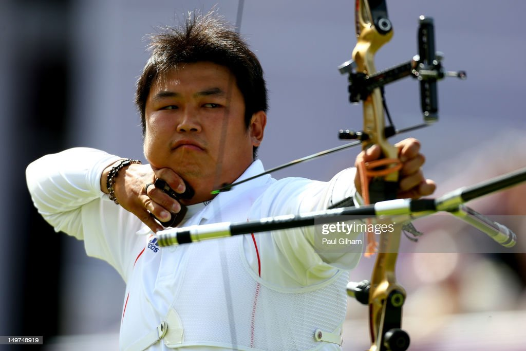 Jinhyek Oh of Korea competes against Xiaoxiang Dai of China during the Men's Individual Archery Semifinal match on Day 7 of the London 2012 Olympic Games at Lord's Cricket Ground on August 3, 2012 in London, England.