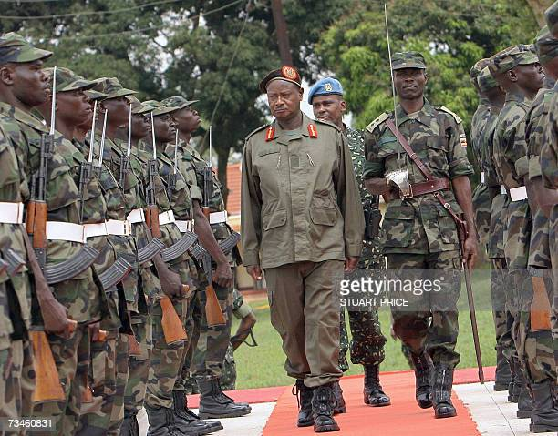 Ugandan President Yoweri Museveni reviews 01 March 2007 the guards of honour of the first contingent of the African Union peacekeepers during a...