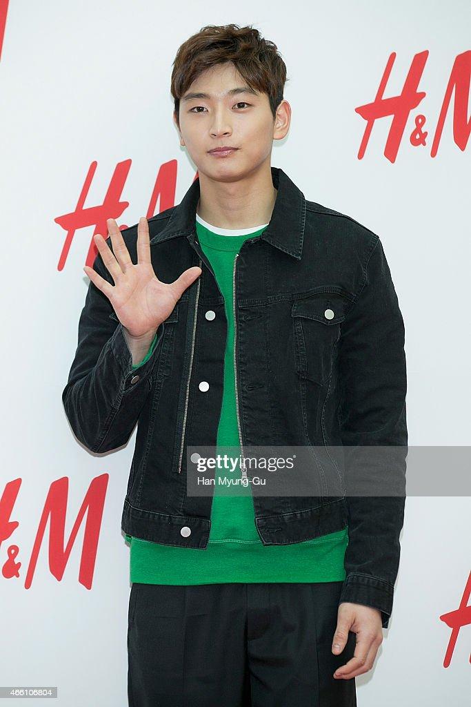 H&M YeongDeungPo Times Square Opening - Photocall : News Photo