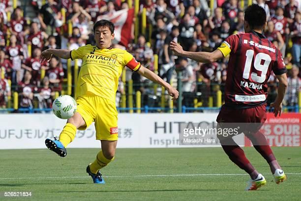 Jiro Kamata of Kashiwa Reysol in action during the JLeague match between Kashiwa Reysol and Vissel Kobe at the Hitachi Kashiwa soccer stadium on...