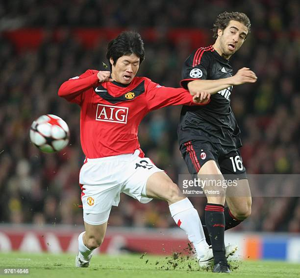 JiSung Park of Manchester United clashes with Mathieu Flamini of AC Milan during the UEFA Champions League First Knockout Round Second Leg match...
