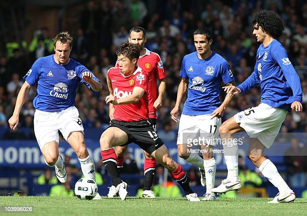 Ji-Sung Park of Manchester United clashes with Phil Jagielka, Tim Cahill and Marouane Fellaini of Everton during the Barclays Premier League match...