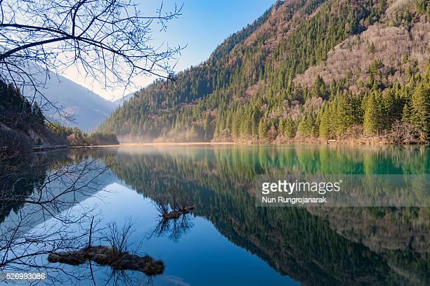 jiuzhaigou national park - nun stock-fotos und bilder