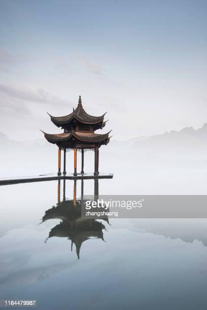 jixian pavilion of hangzhou west lake, china - hangzhou foto e immagini stock