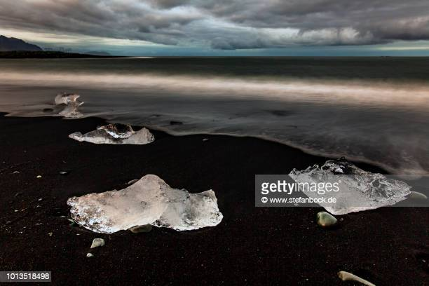 jökulsárlón - ice beach iceland ii - landschaft stock pictures, royalty-free photos & images