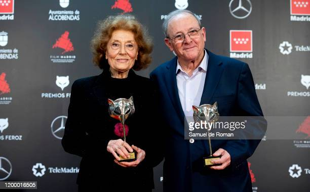 Júlia Gutiérrez Caba and Emilio Gutiérrez Caba poses in the Press Room after winning the Honor Award during 'Feroz Awards' 2020 at Teatro Auditorio...