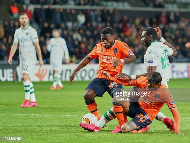 Júnior Caiçara of Istanbul Basaksehir FK tackling Yannick Bolasie of Sporting CP during the Europa league Round of 32 match between Istanbul Baakehir...