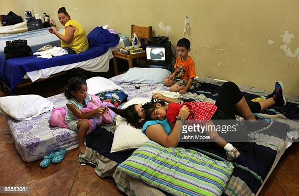 Jo Ann Gonzalez lies with her three children in a common room for recent arrivals to the Presbyterian Night Shelter on June 19, 2009 in Ft. Worth,...