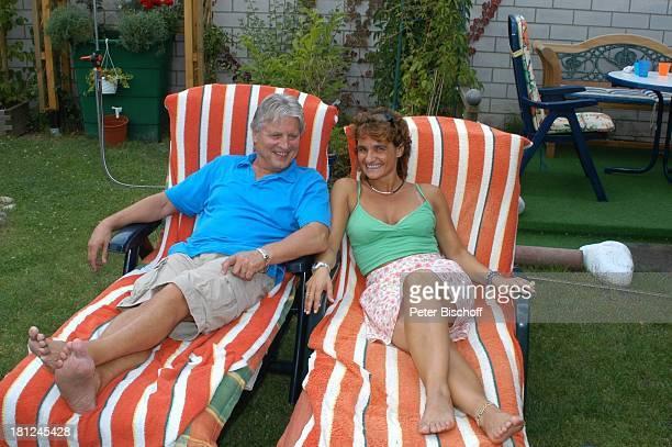 Jo Bolling Ehefrau Petra Bolling Homestory Kleinstadt nahe Frankfurt am Main Garten Schauspieler Liege Familie Promis Prominente Prominenter