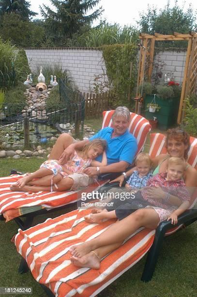 Jo Bolling Ehefrau Petra Bolling Zwillingssöhne NoahHenry und LiamViktor Tochter SelinaMeret Homestory Kleinstadt nahe Frankfurt am Main Garten...