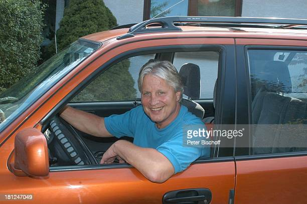 Honda CRV Homestory Kleinstadt nahe Frankfurt am Main Auto Fahrzeug Jeep Landrover Schauspieler Promis Prominente Prominenter