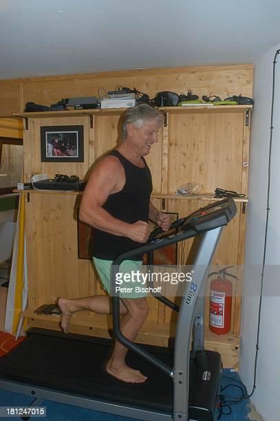 Jo Bolling Homestory Kleinstadt nahe Frankfurt am Main Fitnessraum Hobbyraum Fitnesstraining Sport FitnessTraining Laufband Schauspieler Promis...