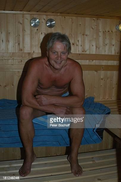 Jo Bolling Homestory Kleinstadt nahe Frankfurt am Main Sauna Schauspieler Badehose Promis Prominente Prominenter
