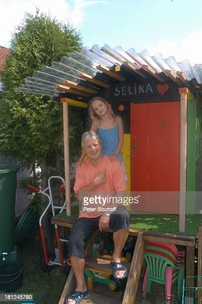 Jo Bolling Tochter SelinaMeret Homestory Kleinstadt nahe Frankfurt am Main Garten Schauspieler Holzhaus Wohnwagen Hütte Familie Promis Prominente...