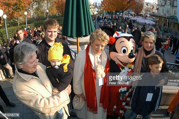 Jo Bolling ZwillingsTochter Antoine Monot jr MarieLuise Marjan Micky Maus Andrea Spatzek Sohn Alexander Spatzek 'DisneylandParis' Paris/Frankreich...