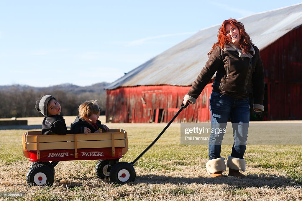 Jo Dee Messina in her home in Franklin, Tennessee , USA ...