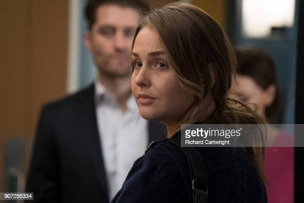 Jo finally faces her estranged, abusive husband Paul Stadler, while Grey Sloan continues to work with the FBI after a hacker has compromised the...