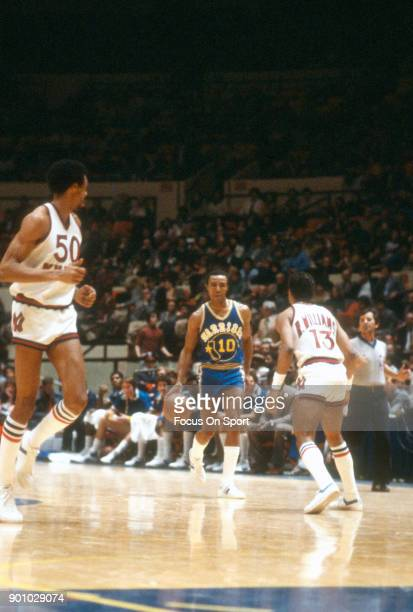 Jo Jo White of the Golden State Warriors dribbles the ball up court against the New York Knicks during an NBA basketball game circa 1980 at Madison...
