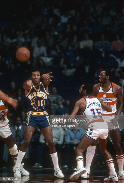Jo Jo White of the Golden State Warriors passes the ball against the Washington Bullets during an NBA basketball game circa 1979 at the Capital...