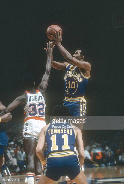Jo Jo White of the Golden State Warriors shoots over Larry Wright of the Washington Bullets during an NBA basketball game circa 1979 at the Capital...