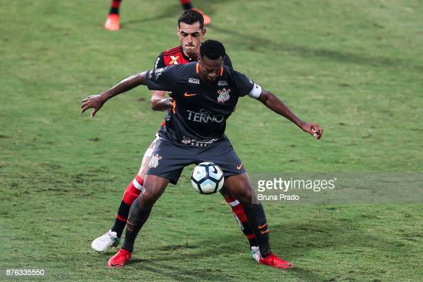 Jo of Corinthians struggles for the ball with a Rhodolfo of Flamengo during the Brasileirao Series A 2017 match between Flamengo and Corinthians at...