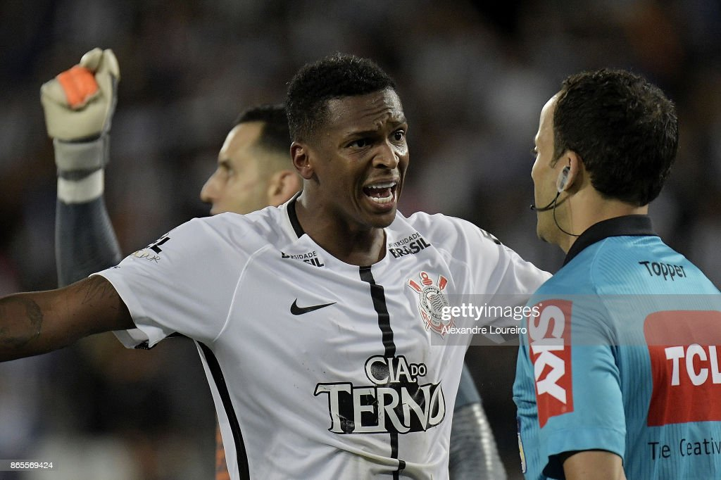 Jo (L) of Corinthians yells during the match between Botafogo and Corinthians as part of Brasileirao Series A 2017 at Engenhao Stadium on October 23, 2017 in Rio de Janeiro, Brazil.