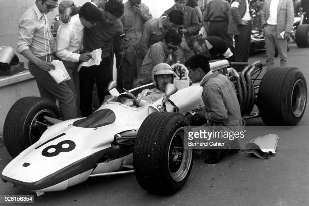 Jo Schlesser Honda RA302 Grand Prix of France RouenLesEssarts 07 July 1968 Jo Schlesser in the Honda RA302 in which he was killed during the 1968...