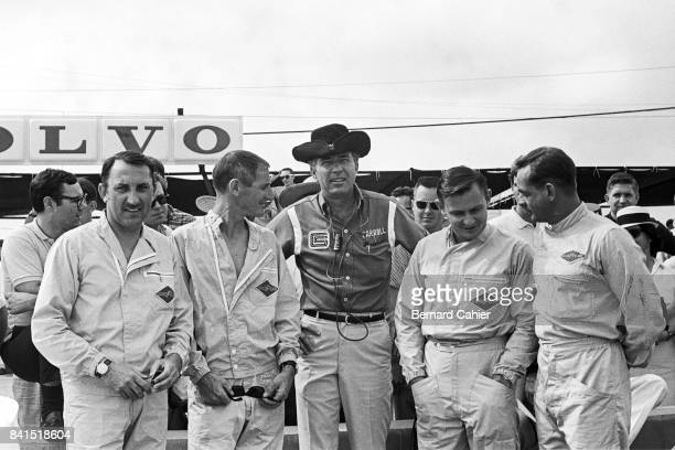 Jo Schlesser, Ken Miles, Carroll Shelby, Bruce McLaren, Phil Hill, 12 Hours of Sebring, Sebring, 27 March 1965. Carrol Shelby and his Cobra drivers,...