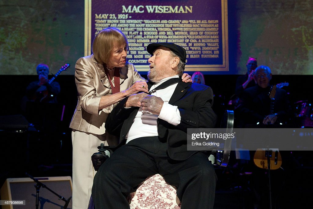 Jo Walker Meador presents Mac Wisemanwith his CMHOF medallion during the 2014 Country Music Hall of Fame induction ceremony at Country Music Hall of Fame and Museum on October 26, 2014 in Nashville, Tennessee.