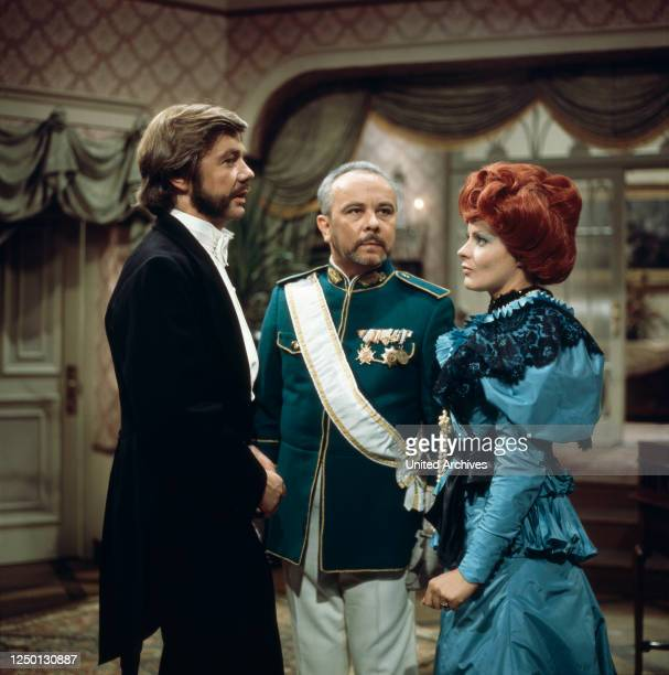 Joachim Ansorge, Hans Korte und Loni von Friedl im Salon in Ein Klotz am Bein, Regie: Stanislav Barabas, 1976.