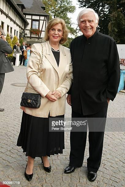 """Joachim Fuchsberger , Ehefrau Gundula, """"2.Schafhof - Festival für UNICEF"""", Kronberg/Taunus, , Handtasche, Ehepaar, Ehemann, Schauspieler, Promi,..."""