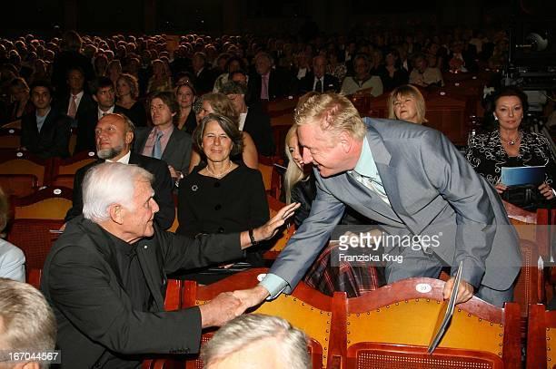Joachim Fuchsberger Und Pierre Franckh Bei Der Verleihung Des 6 Internationalen Buchpreis Corine Im Prinzregententheater In München