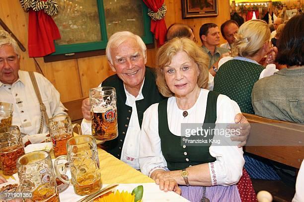 Joachim Fuchsberger Und Seine Ehefrau Gundel Beim Stammtisch Am 160906 Auf Dem Oktoberfest In München