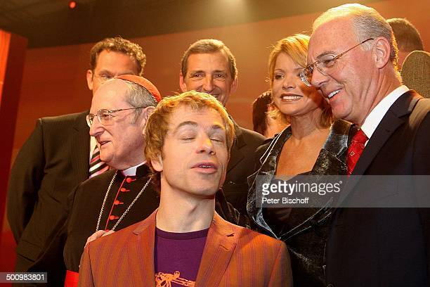 Joachim Kardinal Meisner Michael Mittermeier Franz Beckenbauer dahinter Uschi Glas und Ehemann Dieter Hermann ZDFJahresrückblickShow 'Menschen 2005'...