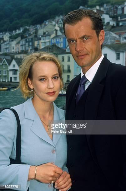 Joachim Kretzer Floriane Daniel ZDFPilcherFilm Wind über dem Fluss Südengland/England/Großbritannien Anzug Krawatte Hafen 493/2001