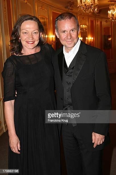 Joachim Krol Und Karin Neuhäuser Bei Der Vattenfall Vorpremiere Von 'Manon' In Der Staatsoper Unter Den Linden In Berlin Am 260407
