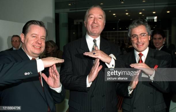 Joachim Kröske Vorstand Finanzen der Telekom Jürgen Sarrazin Vorstandssprecher der Dresdner Bank und Ron Sommer Vorstandsvorsitzender der Telekom...
