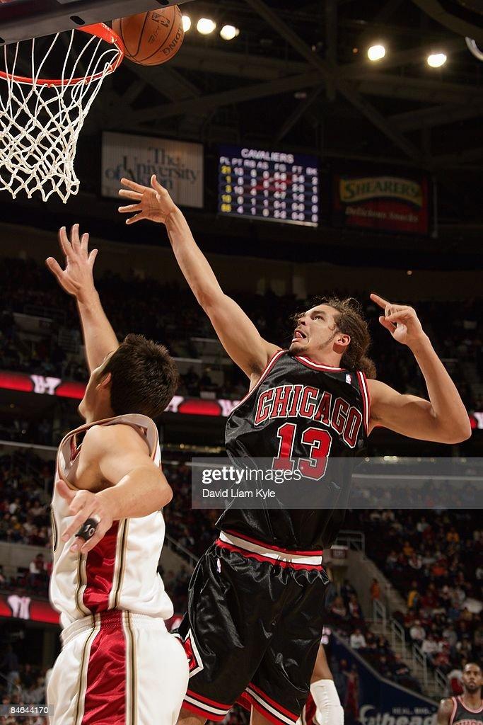 meilleure sélection ea7cb 49718 Joakim Noah of the Chicago Bulls goes to the basket against ...