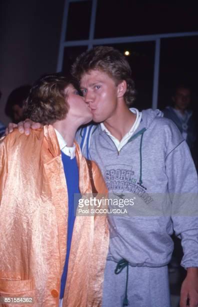 Joakim Nyström vainqueur du tournoi de tennis et sa femme à Monaco le 28 avril 1986